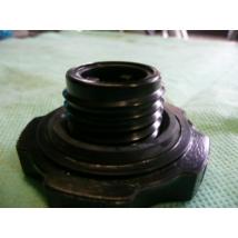 Suzuki Swift olajbeöntő sapka sűrű menetes (alu szelefedélhez)16920-86502