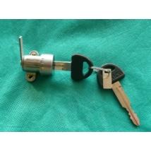 zárbetét hátsó ajtó Swift 2003-ig 3-5 ajtóshoz gyári szett 82500-61830
