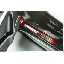 ajtóvédő, küszöbvédő díszléc, díszcsík  S-Cross  990E0-61M30-010,  alumínium, S logóval   (4db-os szett, 2 féle szín)